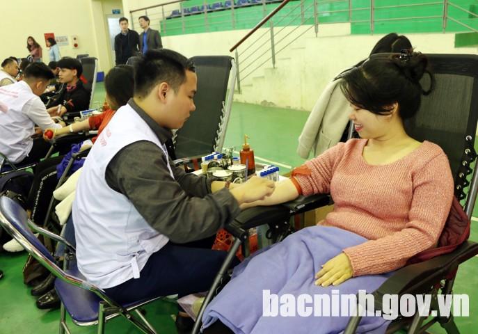 Ngày hội thu hút đông đảo đoàn viên thanh niên tham gia hiến máu tình nguyện.