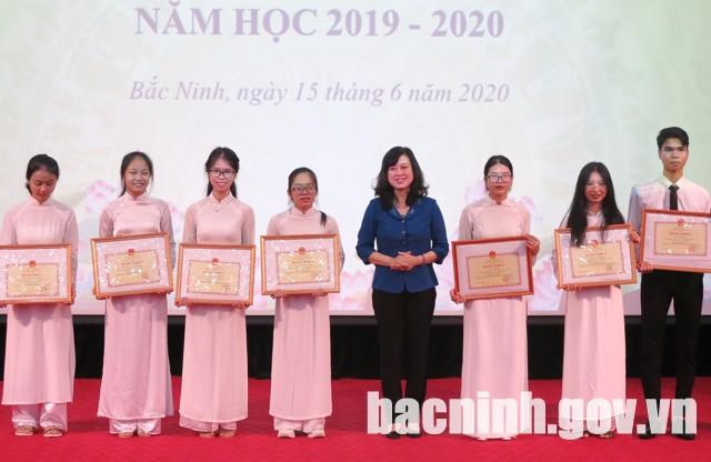 Tuyên dương, khen thưởng học sinh giỏi Quốc gia năm học 2019 – 2020