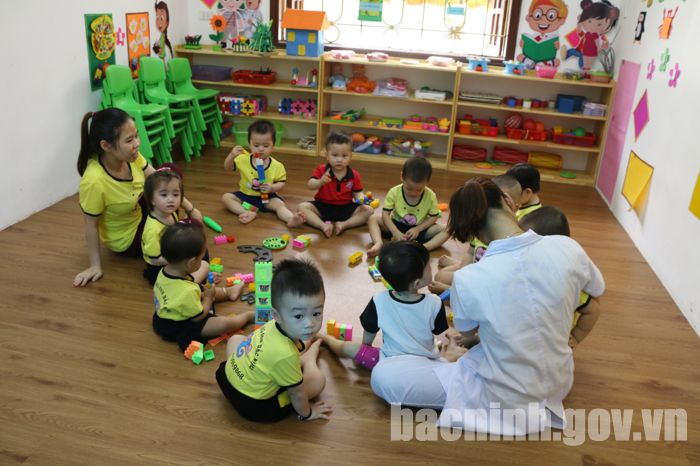 Diện tích tổi thiểu trường mầm non ở thành phố là 8 m2/trẻ.