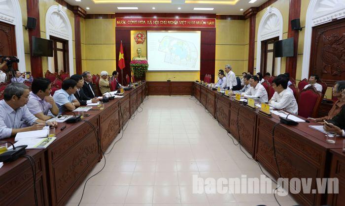 Chủ tịch UBND tỉnh Nguyễn Tử Quỳnh phát biểu kết luận tại buổi họp.